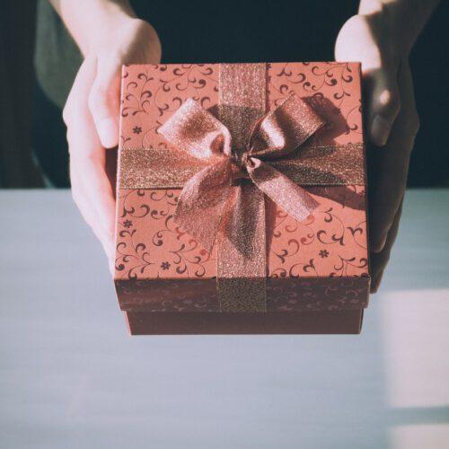 Verras je vriendin met een origineel cadeau