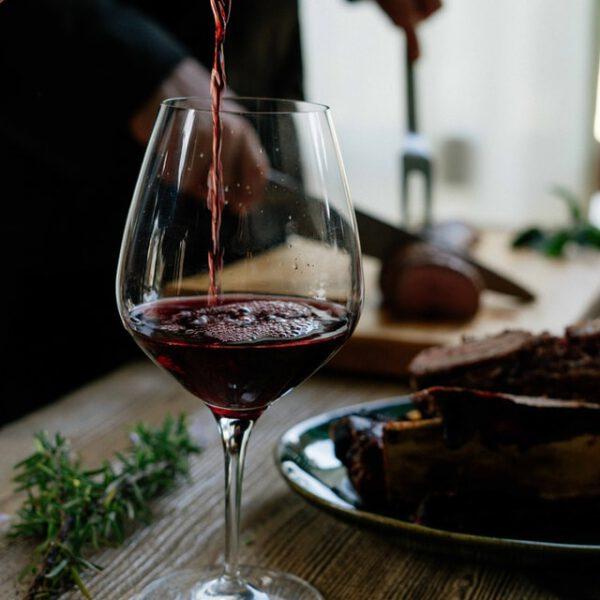 Wat is rode wijn en hoe wordt het gemaakt?